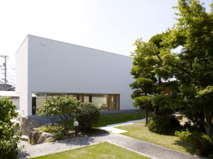 Garden-Tree-House-by-Hironaka-Ogawa-Associates